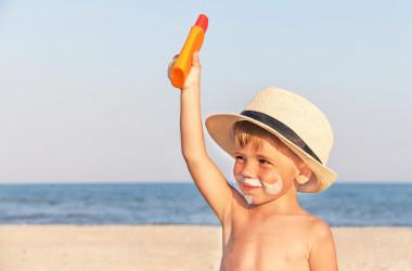 Najgorsze i najlepsze kremy przeciwsłoneczne dla dzieci w 2017