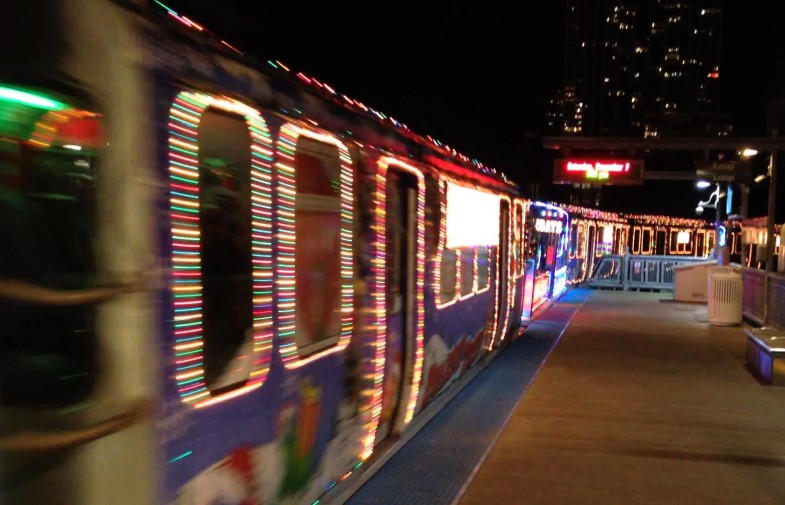 Świąteczny autobus i kolejka CTA