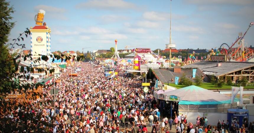 Dzieci w tłumie – jak się zorganizować i zabezpieczyć?